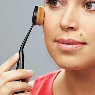 10 makeup products for beginners